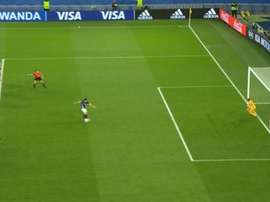 Argentina's penalty against Scotland would not have been retaken in the Premier League. Captura/Gol