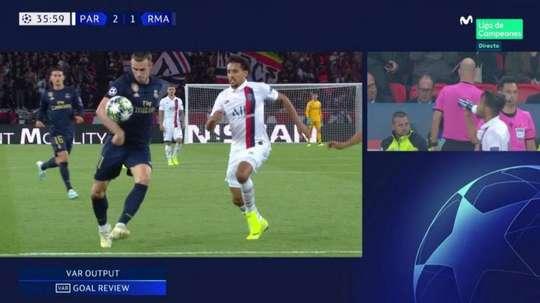El VAR le anuló un golazo a Bale por mano. Captura/Movistar