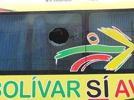 El autobús del equipo fue apedreado por varios vándalos. Twitter