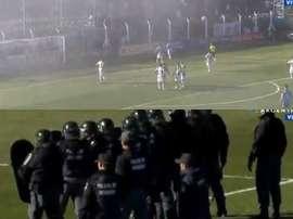 El árbitro se vio obligado a suspender el encuentro. Captura/TyCSports