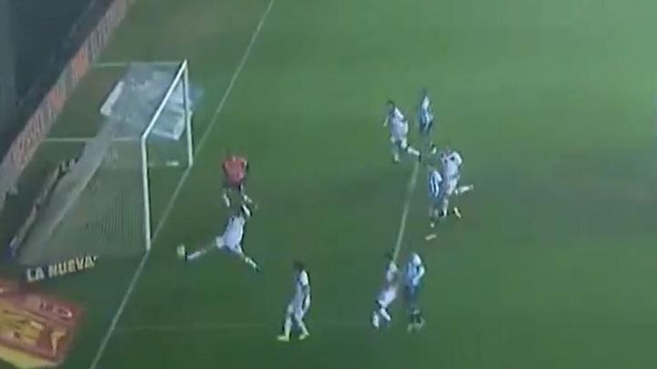 La duda surgió en El Cilindro: ¿gol olímpico de Chancalay o en propia de Scocco? Captura/TNTSports