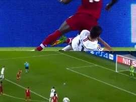 El Liverpool recortó distancias desde los once metros. Captura/ESPN