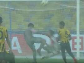 El penalti no pudo ser más claro. Captura/ASTV