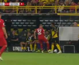 Kimmich was extremely fortunate not to see red for a stamp on Sancho. Captura/Movistar