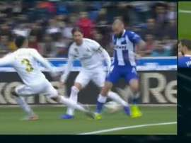 Aleix Vidal could have won a penalty and then RM struck the post at the other end. Captura/Movistar