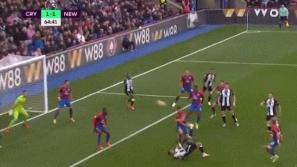 Goal of the week in Premier League: Overhead kick in top corner!