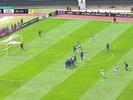 Captura del gol que Hernanes anotó de falta ante Cruzeiro. Premiere
