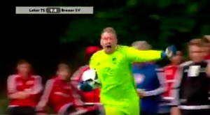 Marco Theulieres detuvo dos penaltis y marcó el suyo. YouTube/ARDDailyNews