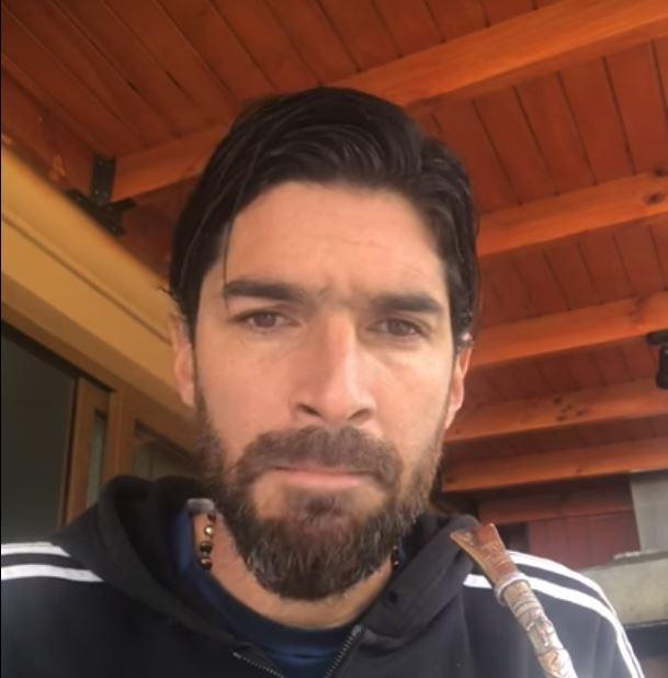 Chile: Abreu ofreció disculpas por tirar mesa a hinchas del Audax italiano