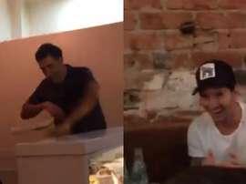Messi, sorprendido ante la habilidad del pizzero. Twitter/jvehils