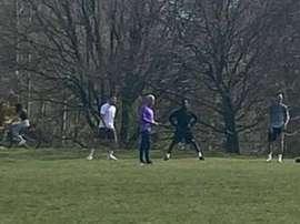 Mourinho, flagrado treinando três 'spurs' em parque. DailyMail