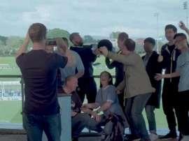 The trophy which broke was a fake Premier League trophy. Captura/ManCity
