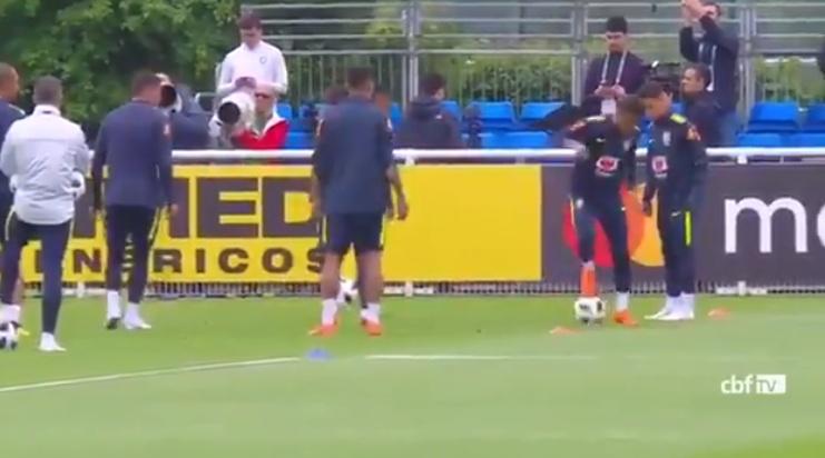 Tiembla Brasil: en una práctica Neymar sintió dolores en el pie operado