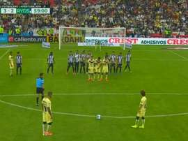 Goleiro do Monterrey inovou no quesito barreira contra o América. TyCSports