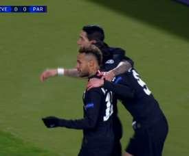 Cavani lo celebró con Neymar y Di María, pero el gol se lo ha de agradecer a Mbappé. ESPN