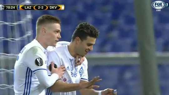 Junior Moraes recuperó una especie de amuleto tras su gol. FoxSports