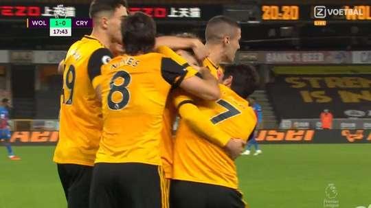 Aït-Nouri se estrenó por todo lo alto con los Wolves. Captura/ZVoetball