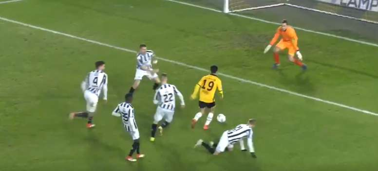 Manu Garcia left the Heracles defence for dead. FoxSportsEredivisie
