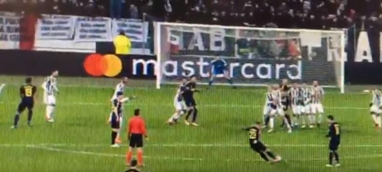 Buffon colocó mal la barrera y se colocó mal él. beINSports
