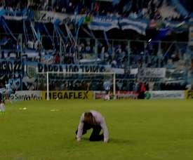 La emoción embargó al 'Vasco' Azconzábal, y le falló el 'grip'. FutbolParaTodos
