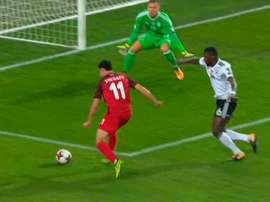 Sheydaev se aprovechó de la lesión de Mustafi para igualar el partido. MovistarFutbol