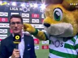 La mascota del Sporting se propasó con un periodista. SportTV