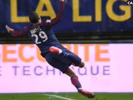 Mbappé superó a Gurtner, notó el contacto, y voló. Canal+Sport