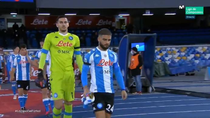 El Nápoles rindió homenaje a Maradona vistiendo los colores de Argentina. Captura/Movistar+