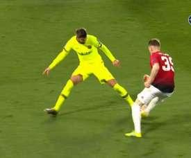 McTominay tropezó con Piqué y el United reclamó penalti. FOXSports
