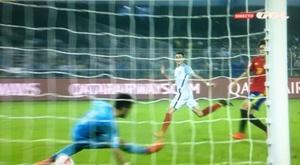 Foden não vacilou e bateu Fernández no gol. Twitter/GOL