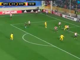Soteriou anotó el primer gol del APOEL. Twitter/TivibuSpor