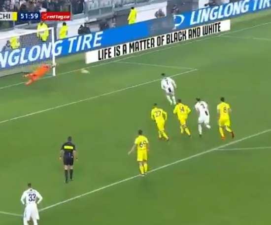 Sorrentino évite le 3-0 en arrêtant un penalty de Cristiano. TLNTV