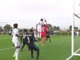 El Madrid reclamó falta al portero en el gol de Tanganga. beINSports