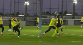 He bicycle kicked it. Screenshots/Twitter/FCBarcelona_es