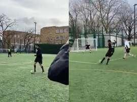Kaká tira onda com peladeiros em ação promocional. Capturas/LeonKnight_