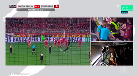 Aogo saw his goal disallowed by VAR and the Stuttgart fans were not happy. Captura/Movistar