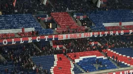 Ultras do PSG em protesto pela derrota na Champions. Capture/LoicTanzi