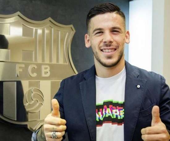 Carles Perez signs a new contract. FCBarcelona