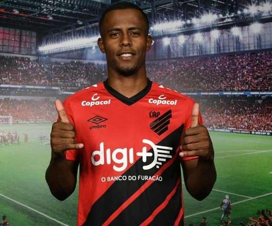 Carlos Eduardo é o novo reforço do Athletico Paranaense. Miguel Locatelli/Site Athletico