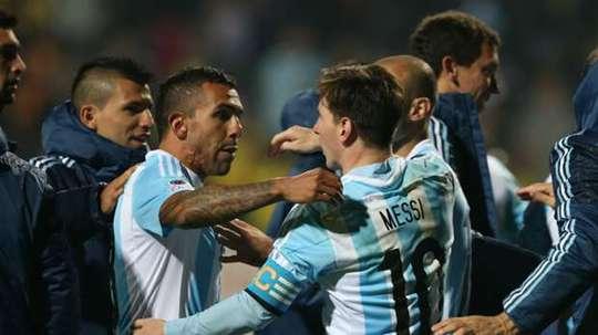 Tevez a pris la défense de Messi. EFE/EPA