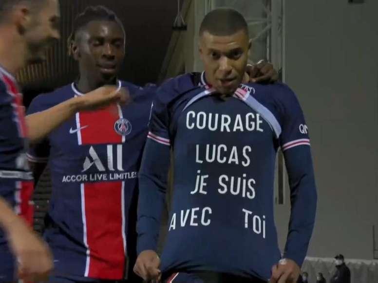 Faleceu Lucas, o pequeno amigo de Mbappé. Captura/Vamos