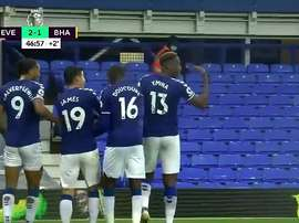 Two Colombians combined at Goodison Park. Captura/DAZN