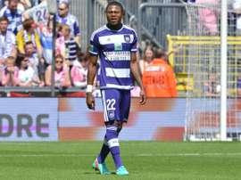 Chacel Mbemba disputa un partido en las filas del Anderlecht. RSCA.