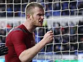 Chris Brunt fue agredido por su propia afición en la derrota del West Bromwich Albion ante el Reading en la FA Cup por 3-1. Twitter