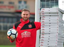 Fleetwood keeper's pizza prize. Twitter
