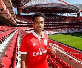 O jovem inglês ainda não se estreou pela equipa principal das 'águias'. Twitter