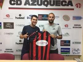 Christian Seubert firma por el Azuqueca. CDAzuqueca
