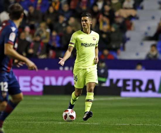 Chumi was not eligible to play the first leg. FCBarcelona