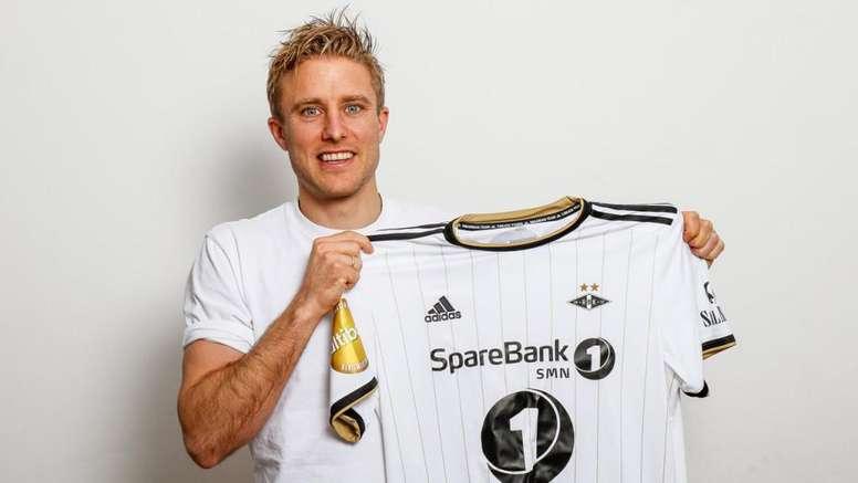 El Rosenborg confirmó el fichaje de Ciljan Skjelbred. RBKfotball
