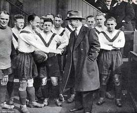 Leyton Orient were known as Clapton Orient at the time. Twitter/Theleaguemag